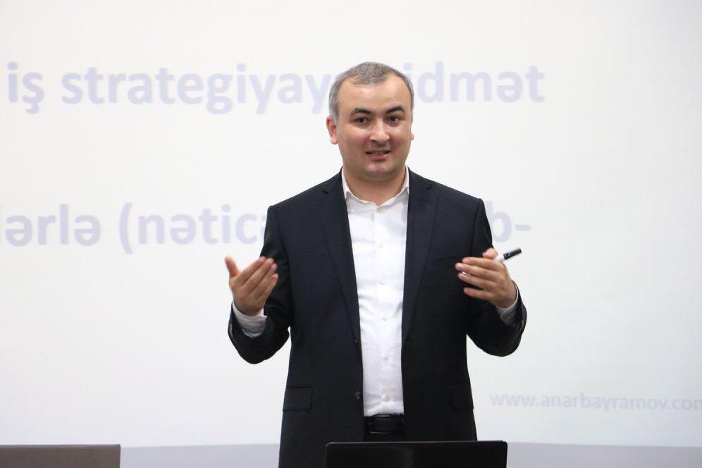 """Banco.az saytına müsahibəm: """"Rəhbərdən qorxan işçi şirkəti geriyə atır"""""""